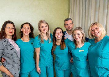 Apie mus - odontologų komanda. Gražių šypsenų namai - odontologijos klinika.