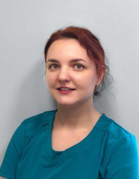 """Agnė Umbraziūnė - gydytoja odontologė. Odontologijos klinika - """"Gražių šypsenų namai""""."""