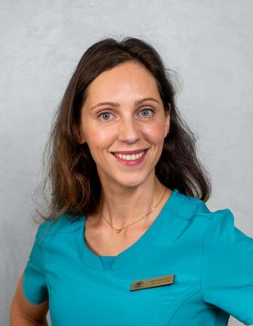 """Indrė Margevičiūtė - gydytoja burnos chirurgė. Odontologijos klinika - """"Gražių šypsenų namai""""."""