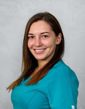 """Miglė Gruodytė - gydytoja odontologė. Odontologijos klinika - """"Gražių šypsenų namai""""."""