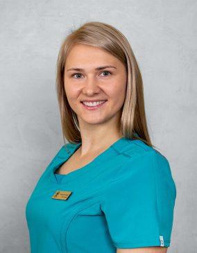 """Neringa Savilionienė - gydytojo odontologo asistentė.. Odontologijos klinika - """"Gražių šypsenų namai""""."""